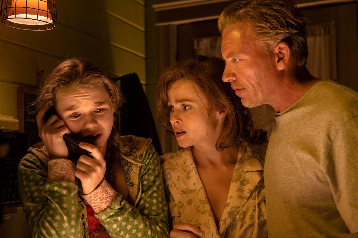 Lo straordinario viaggio di T.S. Spivet: Helena Bonham Carter, in una scena con Callum Keith Rennie e Niamh Wilson