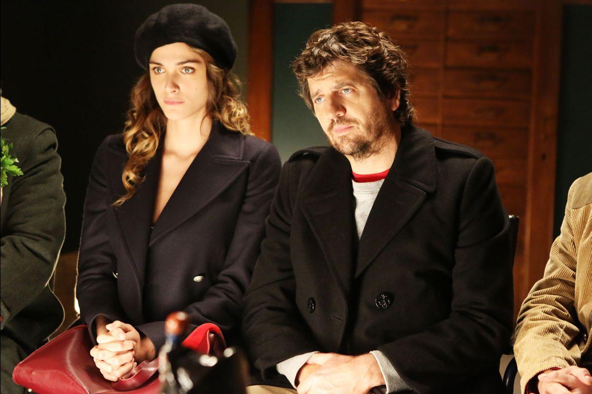 Soap Opera: Fabio De Luigi insieme a Elisa Sednaoui in una scena