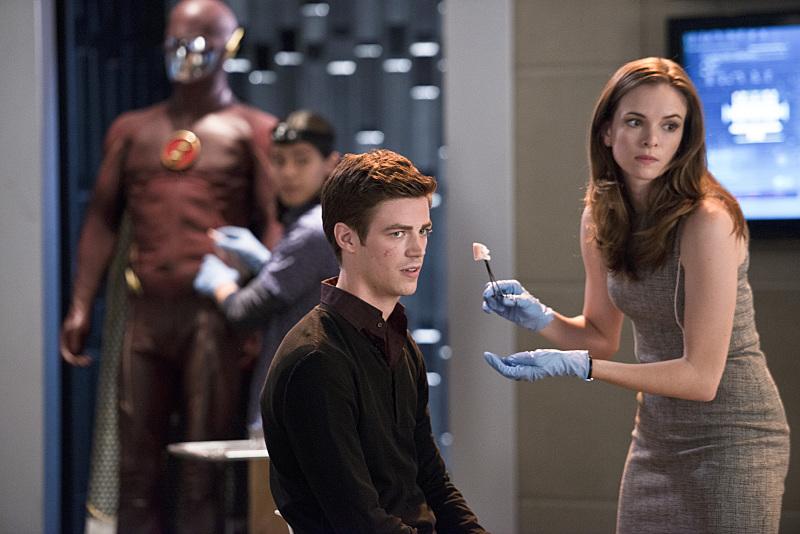The Flash: Grant Gustin e Danielle Panabaker nella puntata Fastest Man Alive