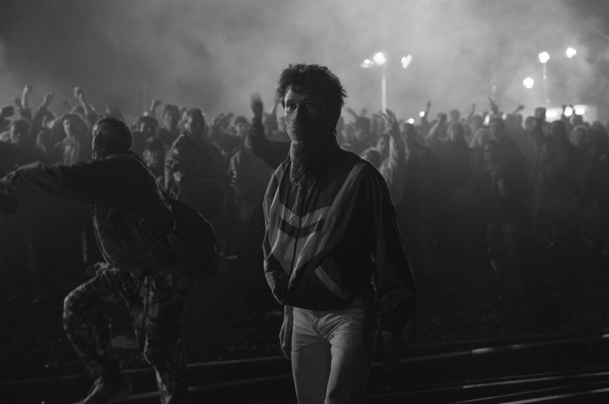 We are young. We are strong.: Joel Basman in una scena del film
