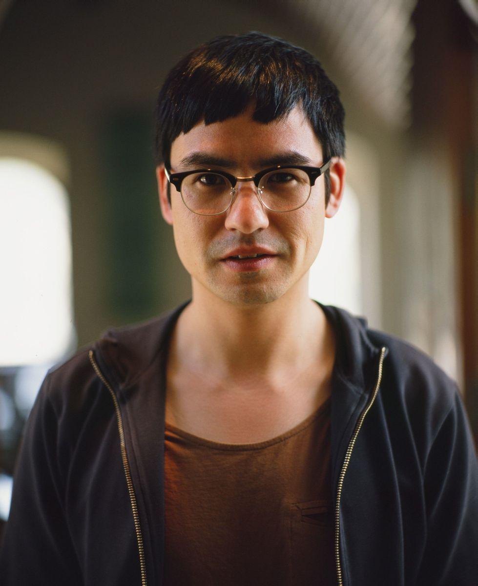 We are young. We are strong.: il regista del film Burhan Qurbani in una foto promozionale