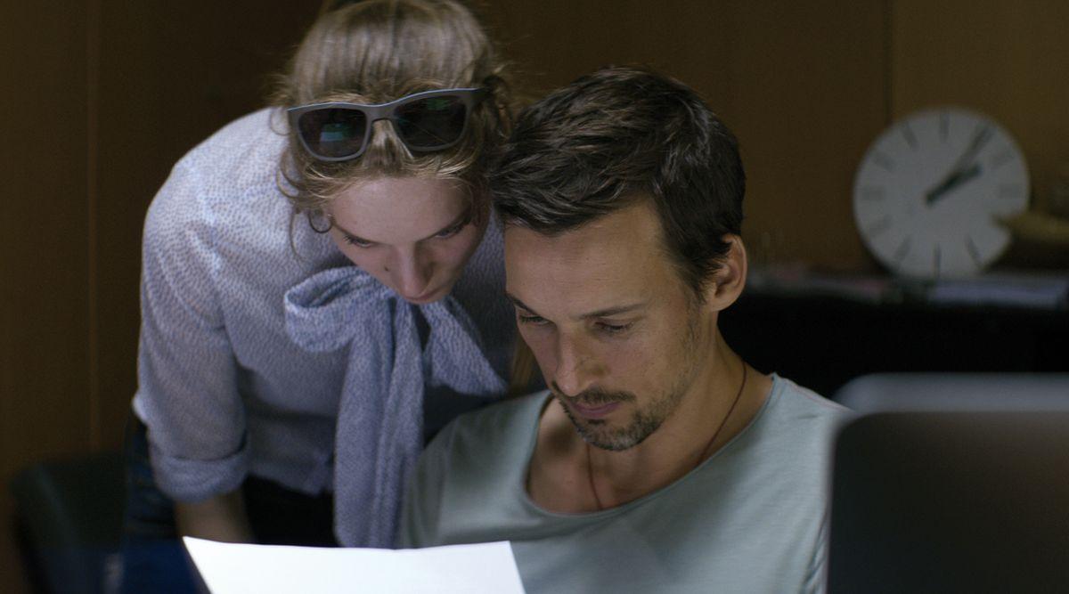 The Lies of The Victors: il protagonista Florian David Fitz in una scena con Lilith Stangenberg