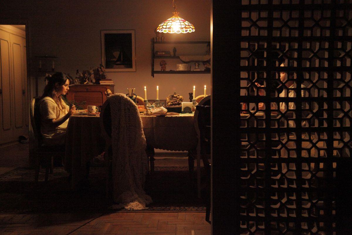 When I Was Alive: Sandy Leah e Marat Descartes in una scena del film