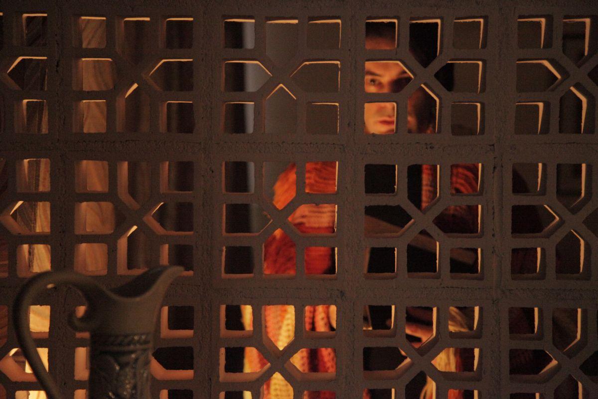 When I Was Alive: Marat Descartes in una scena del film