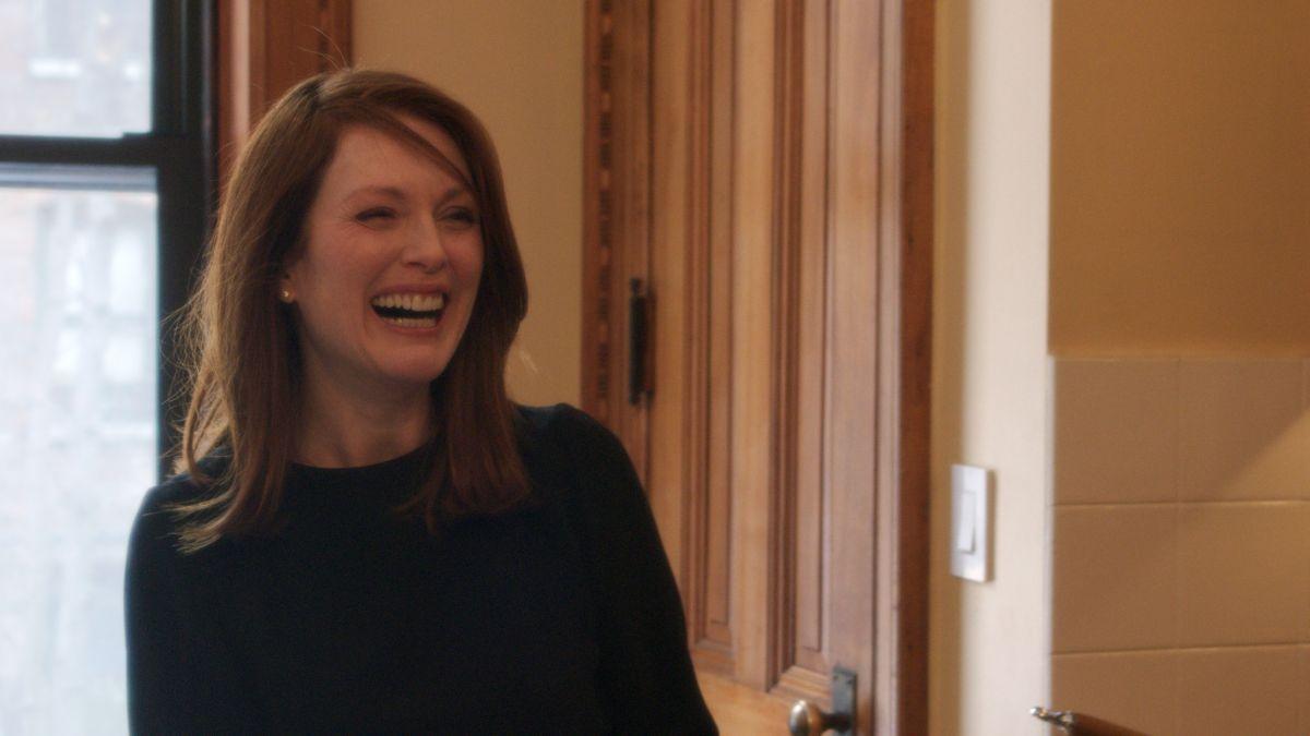 Still Alice: Julianne Moore sorridente in una scena del film