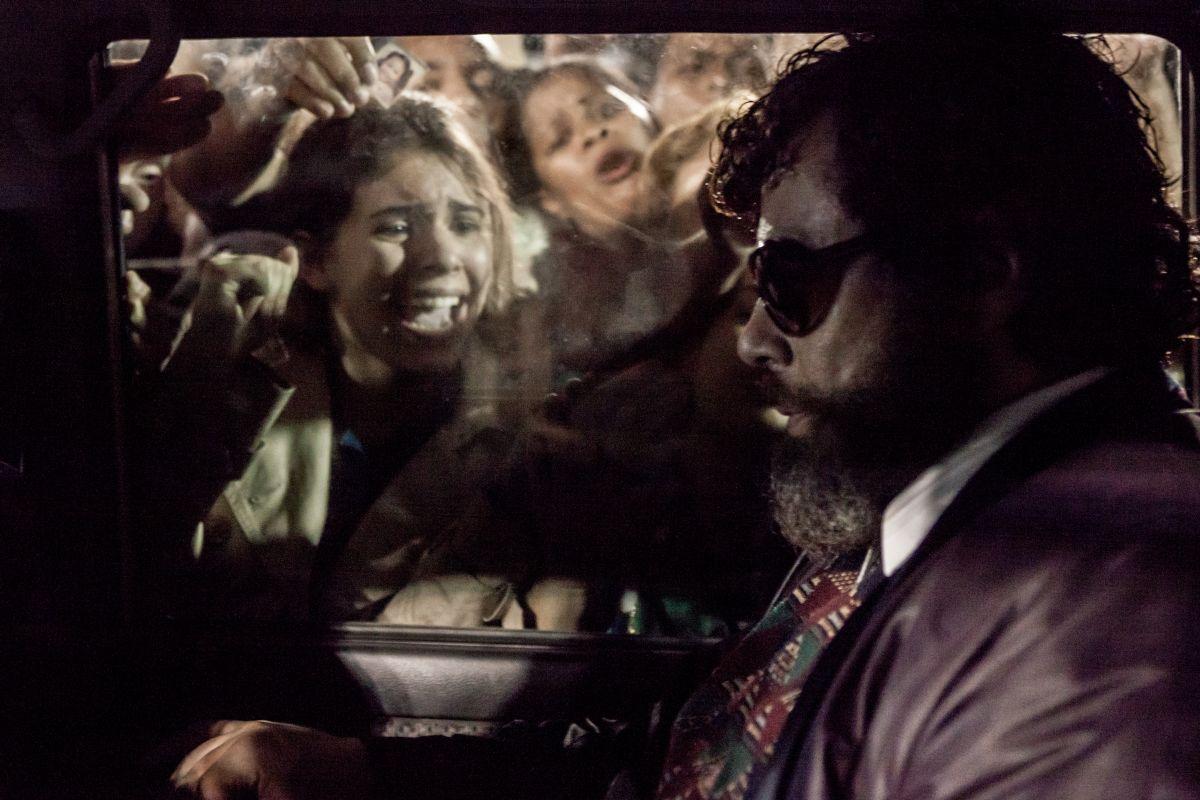 Benicio Del Toro in una scena di Escobar: Paradise Lost