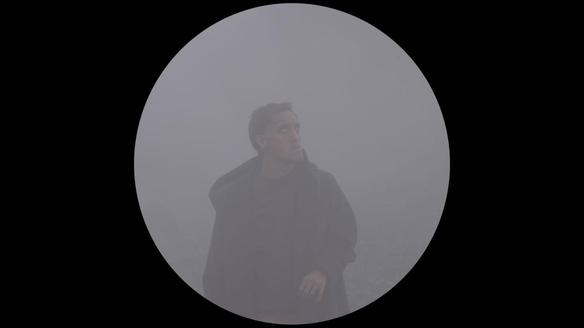 Gabino Rodríguez in una scena di Lucifer