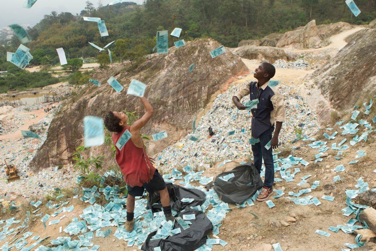 Trash: Rickson Tevez e Gabriel Weinstein in una scena