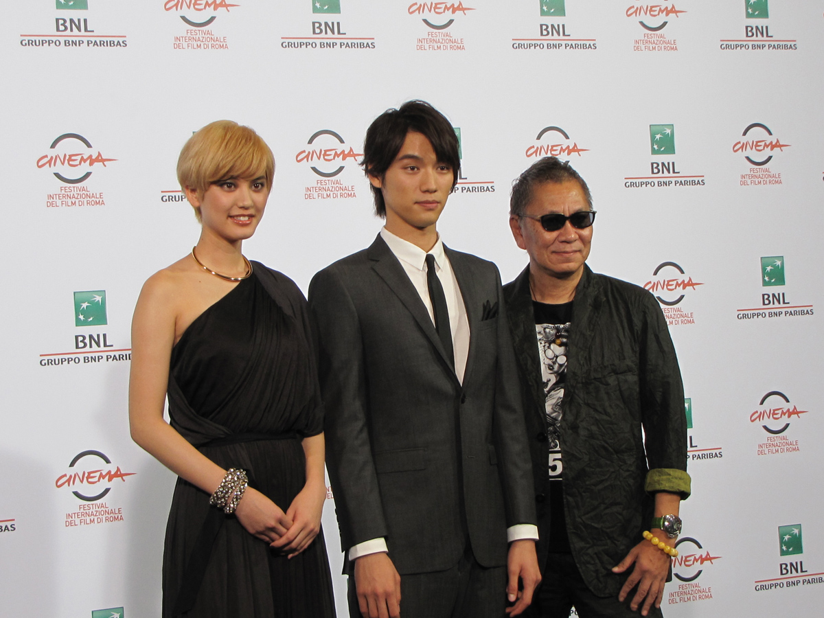 Takashi Miike con gli attori di As the Gods Will al Festival di Roma 2014