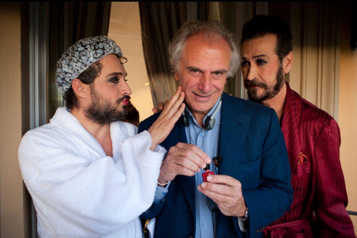 Tre tocchi: Claudio Santamaria con Marco Giallini ed il regista Marco Risi sul set