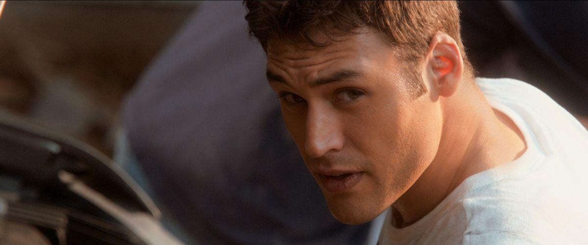 Il ragazzo della porta accanto: Ryan Guzman in una scena