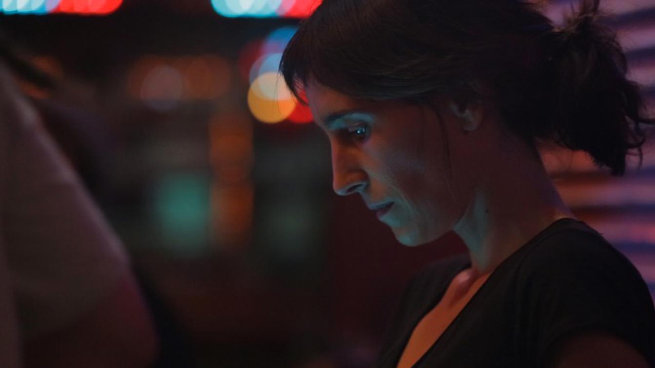 All Cats Are Grey: la regista Savina Dellicour in una foto dal set