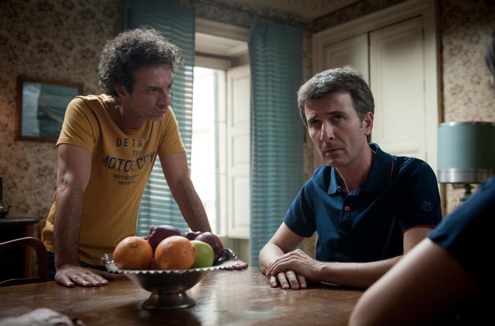 Andiamo a quel paese: Valentino Picone e Salvatore Ficarra, interpreti e registi del film, in una scena