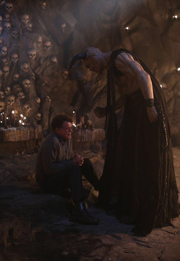 Sleepy Hollow: John Noble in una scena della puntata The Weeping Lady