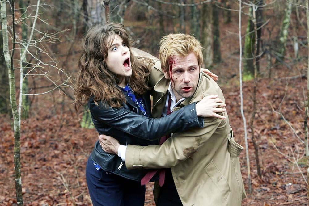 Constantine: Lucy Griffiths e Matt Ryan in una sequenza del Pilot
