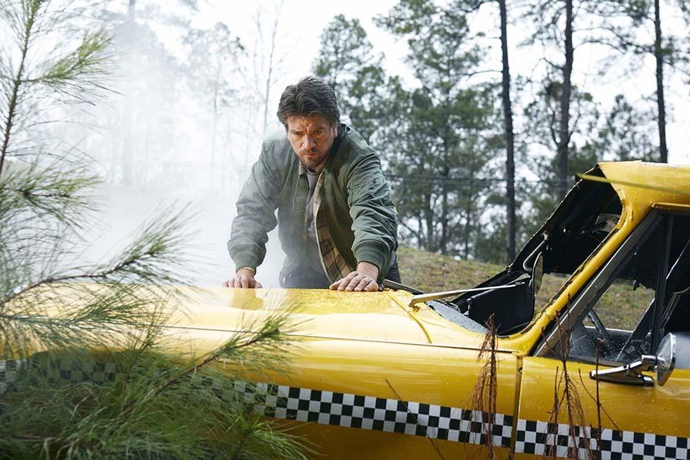 Constantine: l'attore Charles Halford nel Pilot
