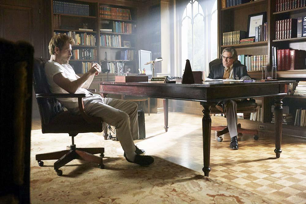 Constantine: Matt Ryan in una scena del Pilot
