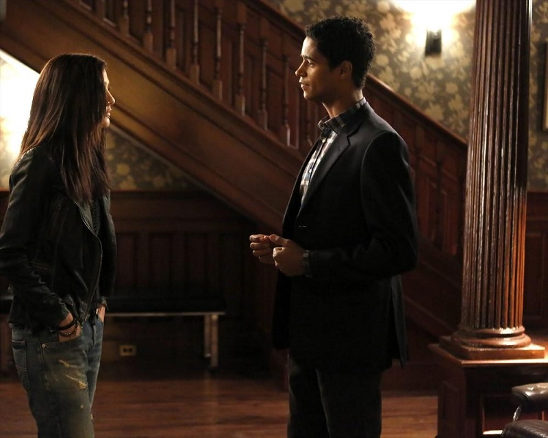 Hot To Get Away With Murder: Katie Findlay e Alfred Enoch nell'episodio We're Not Friends