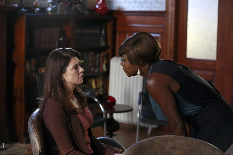 Hot To Get Away With Murder: Amy Pietz e Viola Davis nell'episodio intitolato We're Not Friends