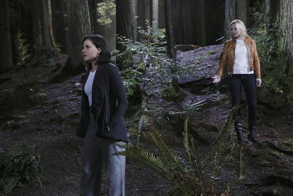 C'era una volta: Jennifer Morrison e Lana Parrilla nell'episodio Breaking Glass