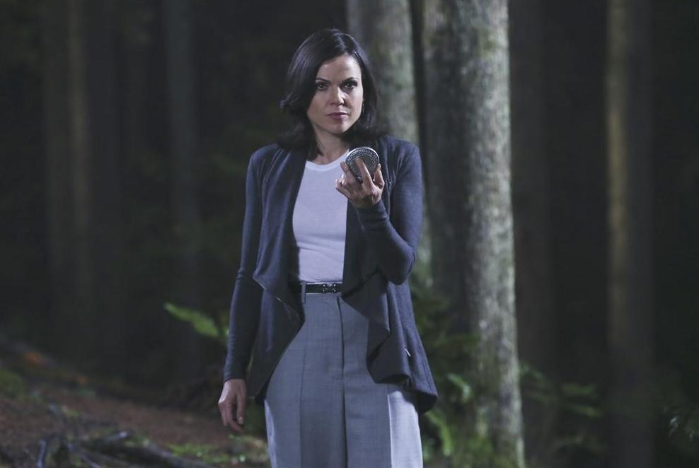 C'era una volta: Lana Parrilla interpreta Regina in Breaking Glass
