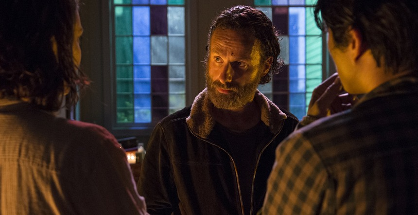 The Walking Dead: Andrew Lincoln in una scena di Un tetto e quattro mura