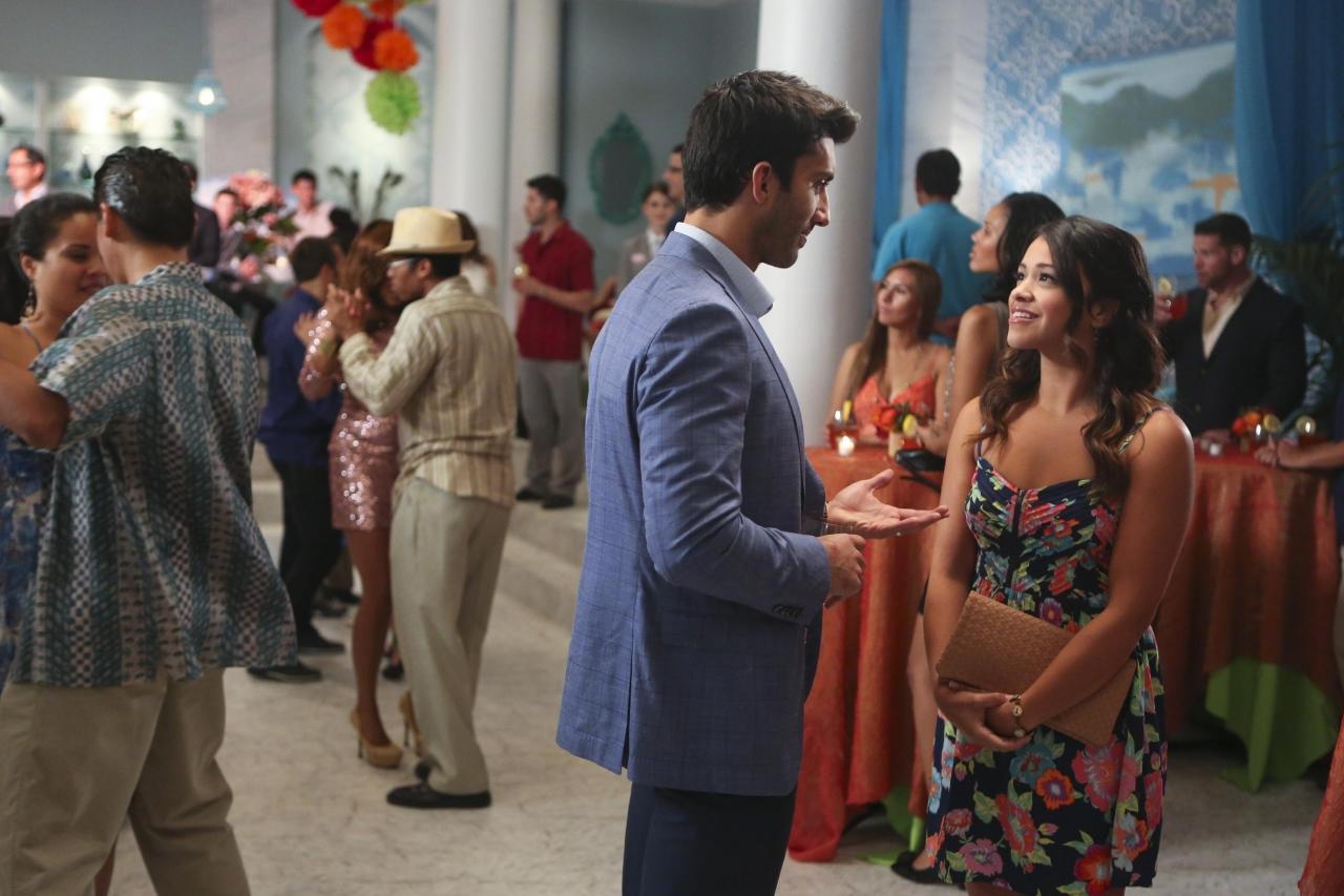 Jane the Virgin: Justin Baldoni e la protagonista Gina Rodriguez in Chapter Three
