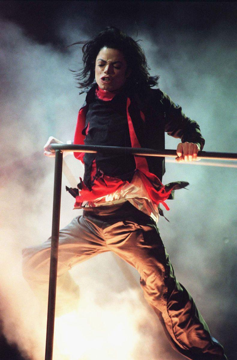 Michael Jackson: Life, Death and Legacy - Il Re del Pop in una scena del film-concerto