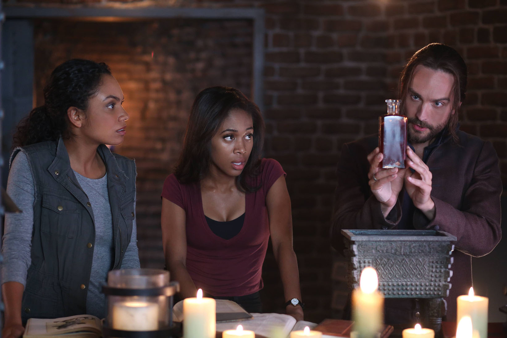 Sleepy Hollow: Lyndie Greenwood, Nicole Beharie e Tom Mison in And The Abyss Gazes Back