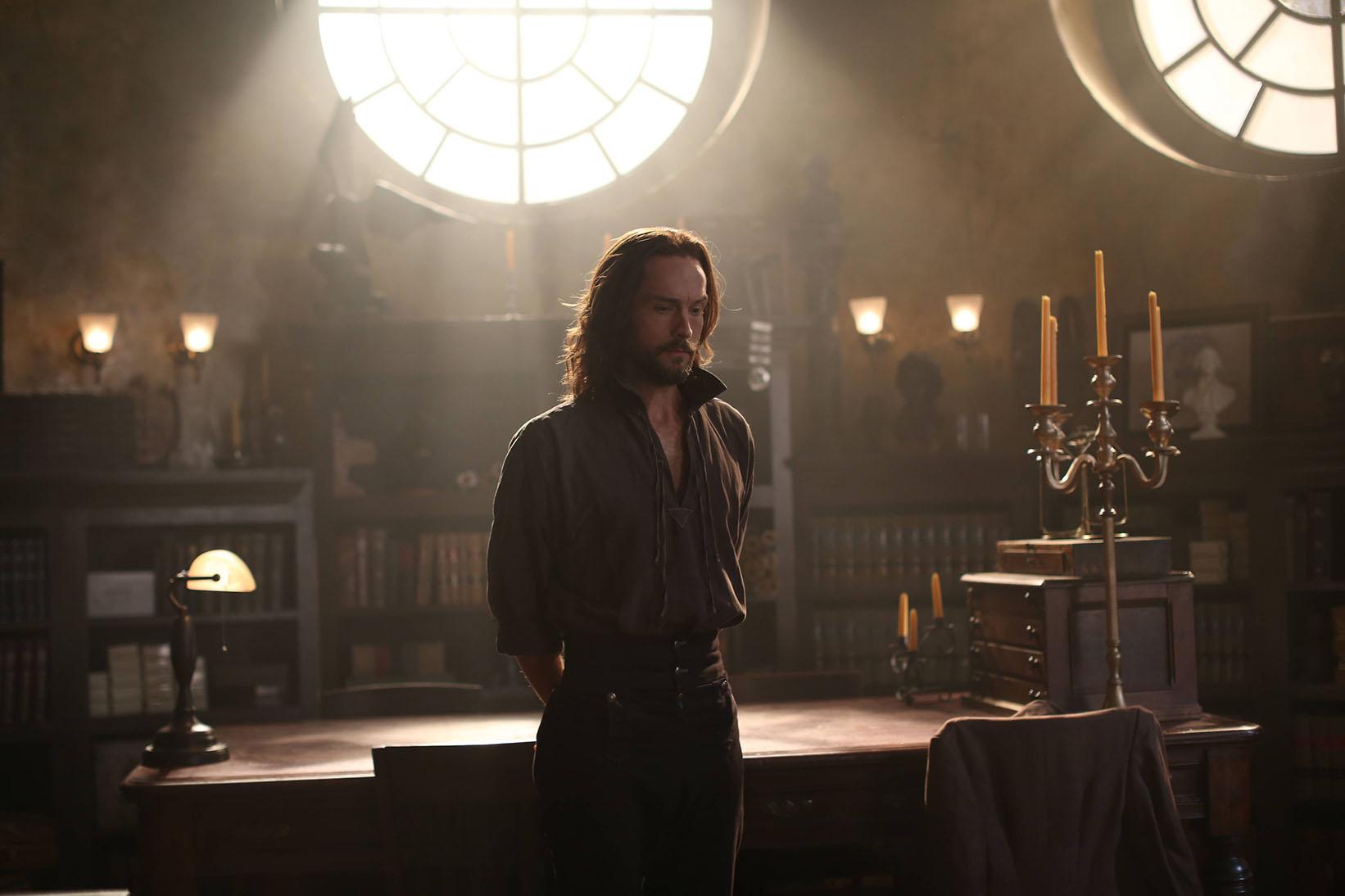 Sleepy Hollow: Tom Mison interpreta Ichabod Crane in And The Abyss Gazes Back