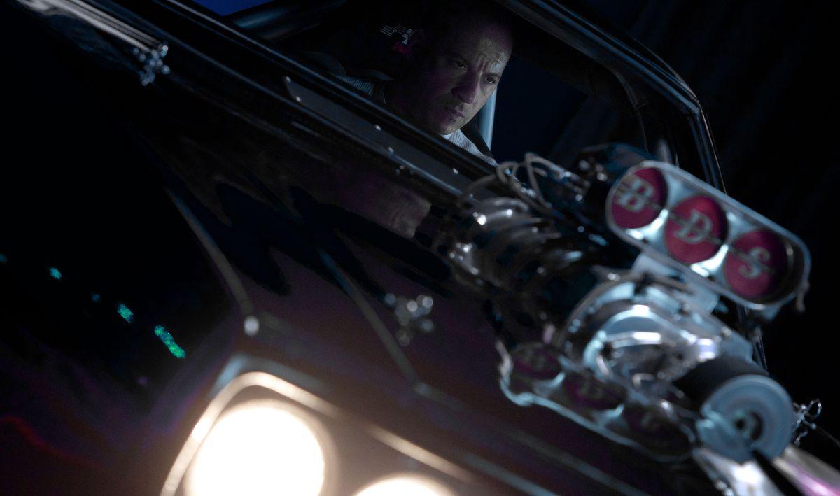 Fast & Furious 7: Vin Diesel in una scena d'azione del film