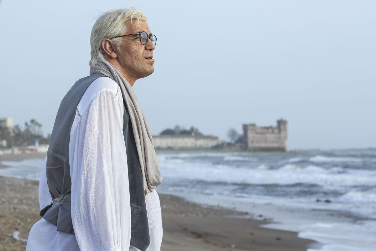 Non escludo il ritorno: Gianfranco Butinar nel ruolo di Franco Califano in un momento del film