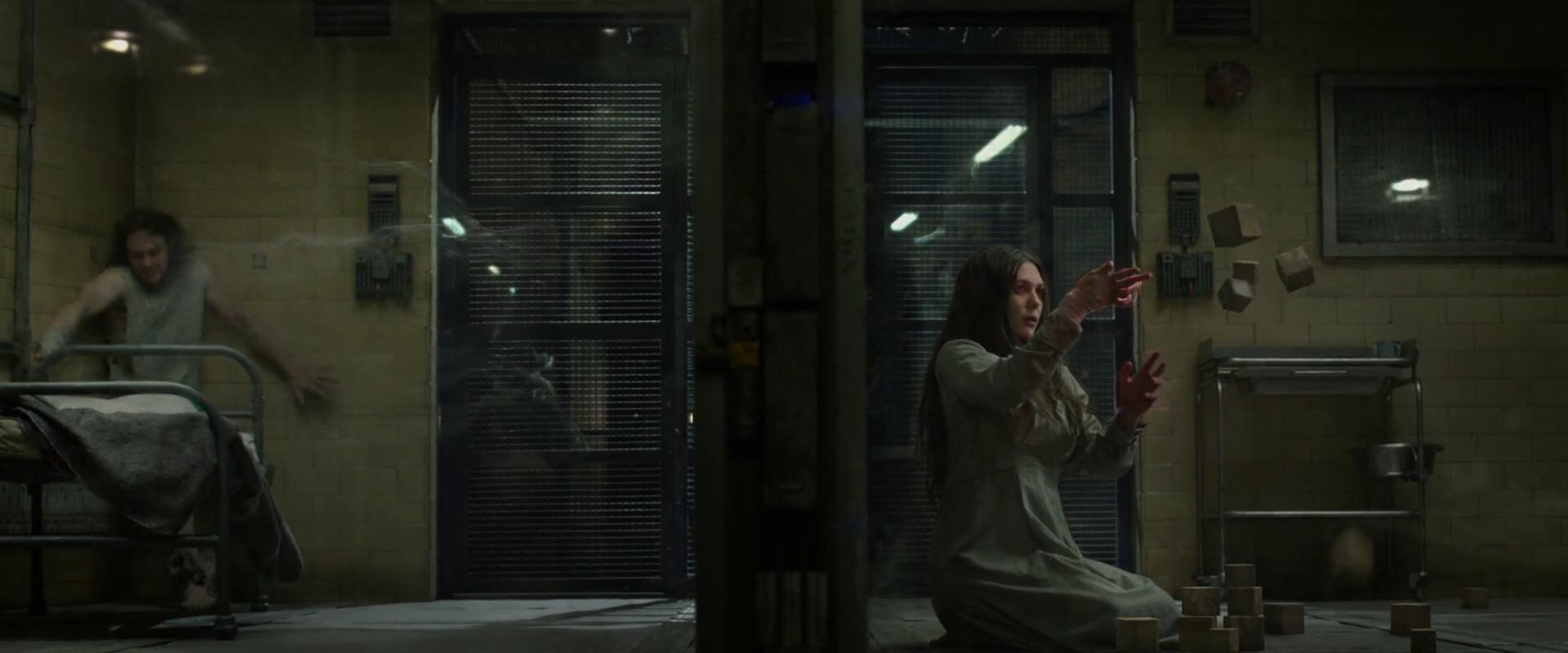 Captain America: The Winter Soldier: Aaron Taylor-Johnson ed Elizabeth Olsen nella scena mid-credits