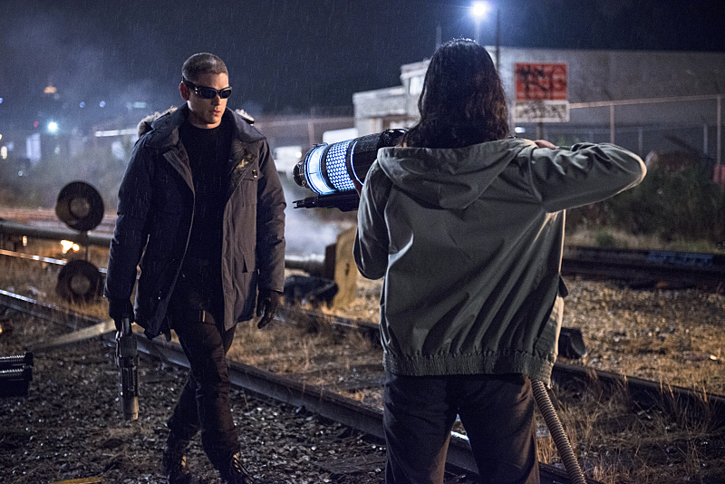 The Flash: gli attori Wentworth Miller e Carlos Valdes nella puntata Going Rogue