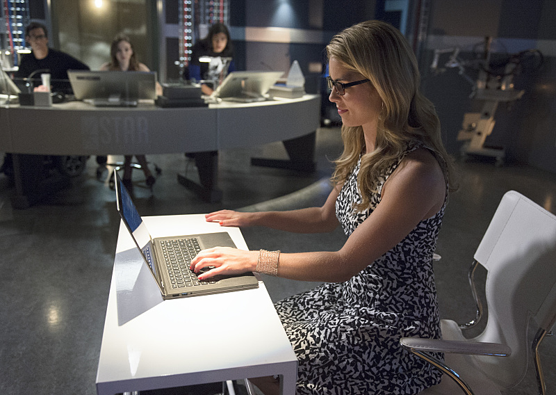 The Flash: Emily Bett Rickards nell'episodio Going Rogue