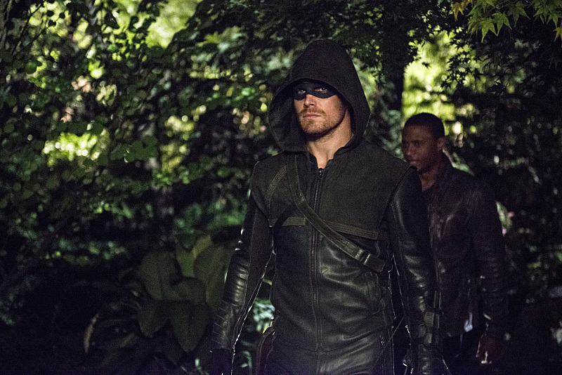 Arrow:gli attori Stephen Amell e David Ramsey nella puntata The Magician