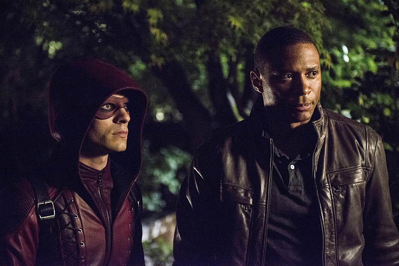 Arrow: Colton Haynes e David Ramsey in una scena di The Magician