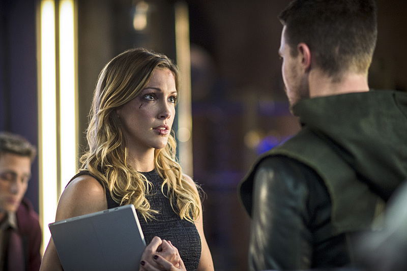 Arrow: Katie Cassidy e Stephen Amell in The Magician