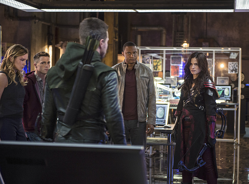 Arrow: Katie Cassidy, Colton Haynes, Stephen Amell, David Ramsey e Katrina Law in The Magician