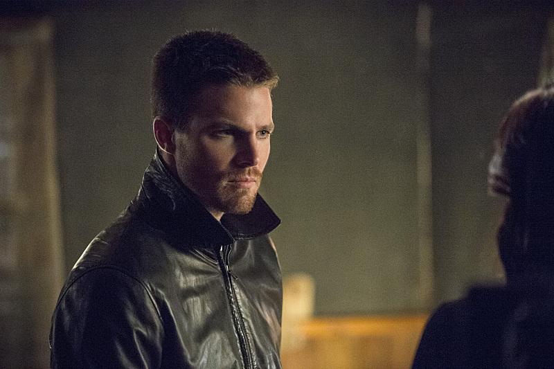 Arrow: il protagonista Stephen Amell nella puntata intitolata The Magician