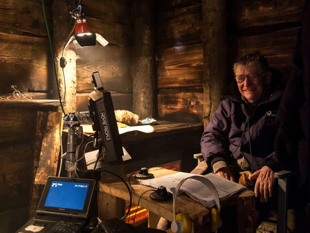 Torneranno i prati: il regista Ermanno Olmi sorridente sul set del film