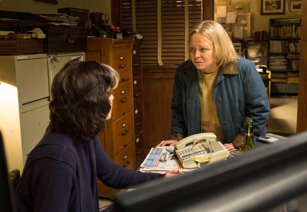 Gracepoint: Jacki Weaver in una scena del quinto episodio