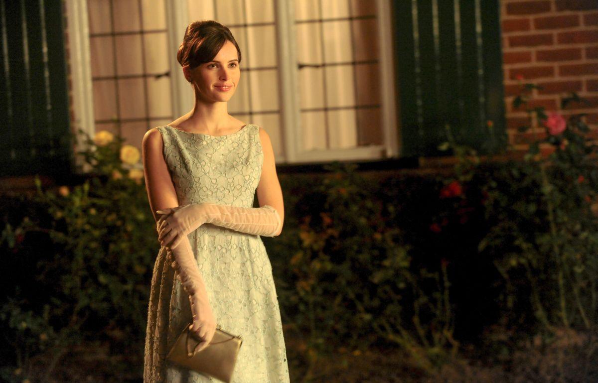 La Teoria del Tutto: Felicity Jones nei panni di Jane Hawking in una scena