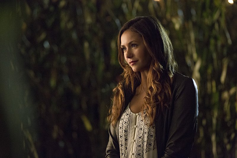 The Vampire Diaries: l'attrice Nina Dobrev nell'episodio The World Has Turned and Left Me Here