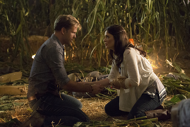 The Vampire Diaries: Matthew Davis e Jodi Lyn O'Keefe in The World Has Turned and Left Me Here