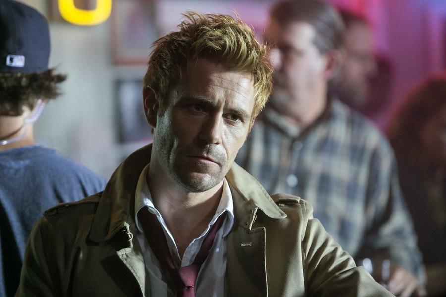 Constantine: il protagonista Matt Ryan in The Darkness Beneath