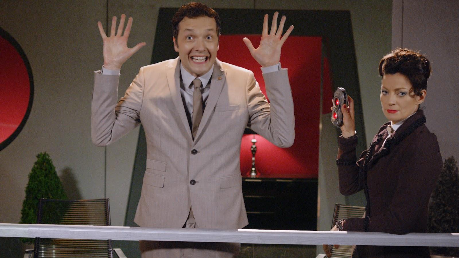 Doctor Who: Chris Addison e Michelle Gomez in una scena di Dark Water
