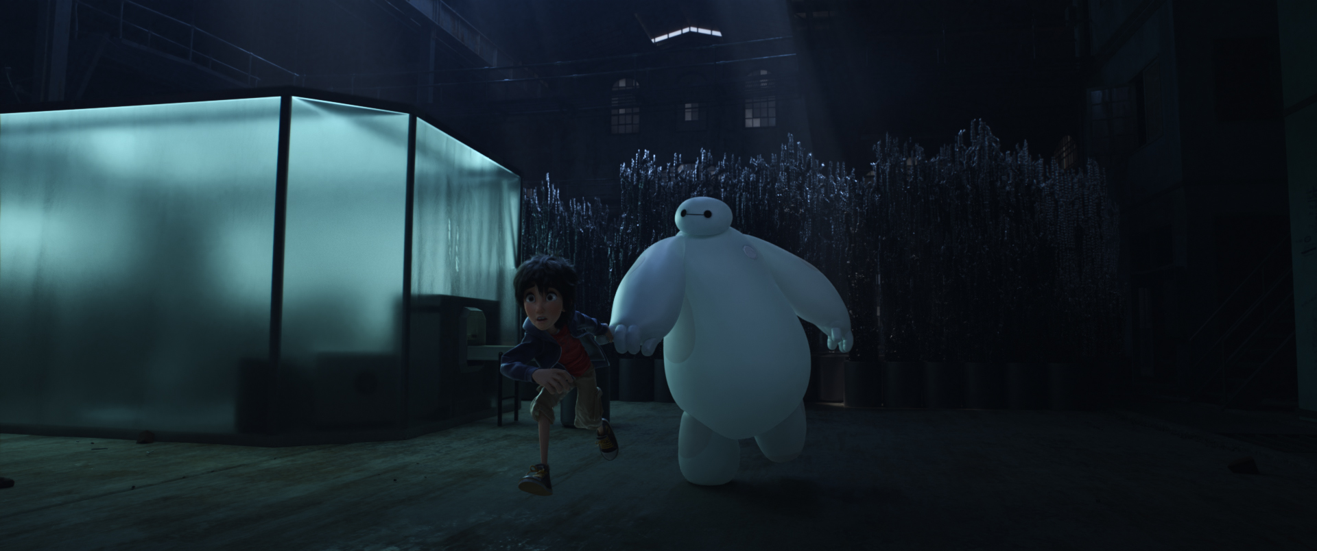 Big Hero 6: Baymax e Hiro in fuga in una scena del film