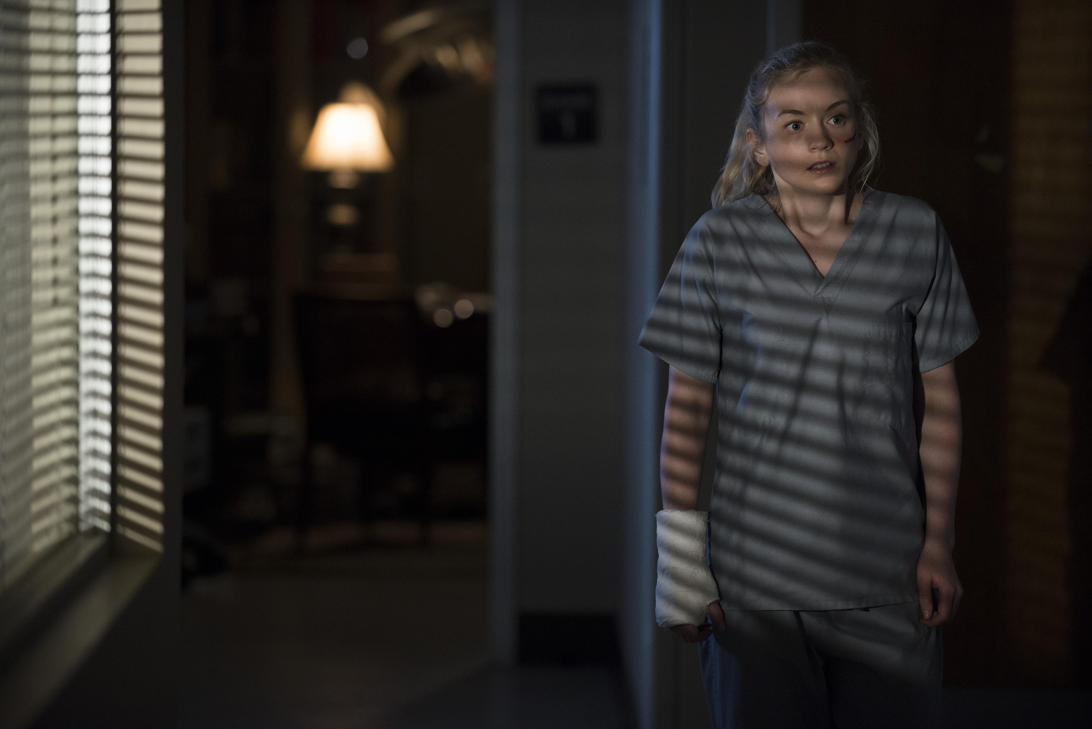 The Walking Dead: Emily Kinney in una scena dell'episodio Il prezzo della salvezza
