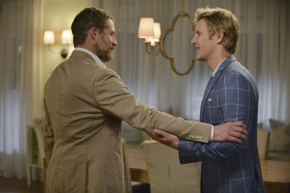 Revenge: James Tupper e Gabriel Mann nella puntata Damage